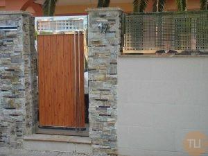 Puerta y valla en acero inoxidable y madera