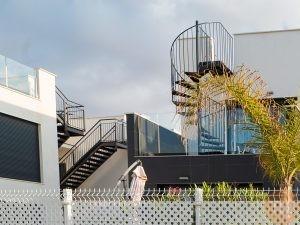 Escalera caracol acero valla de metal
