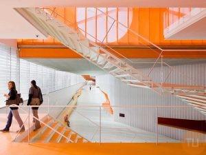 Escalera y estructura en acero